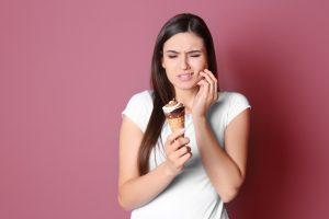 factores que predisponen a sufrir caries