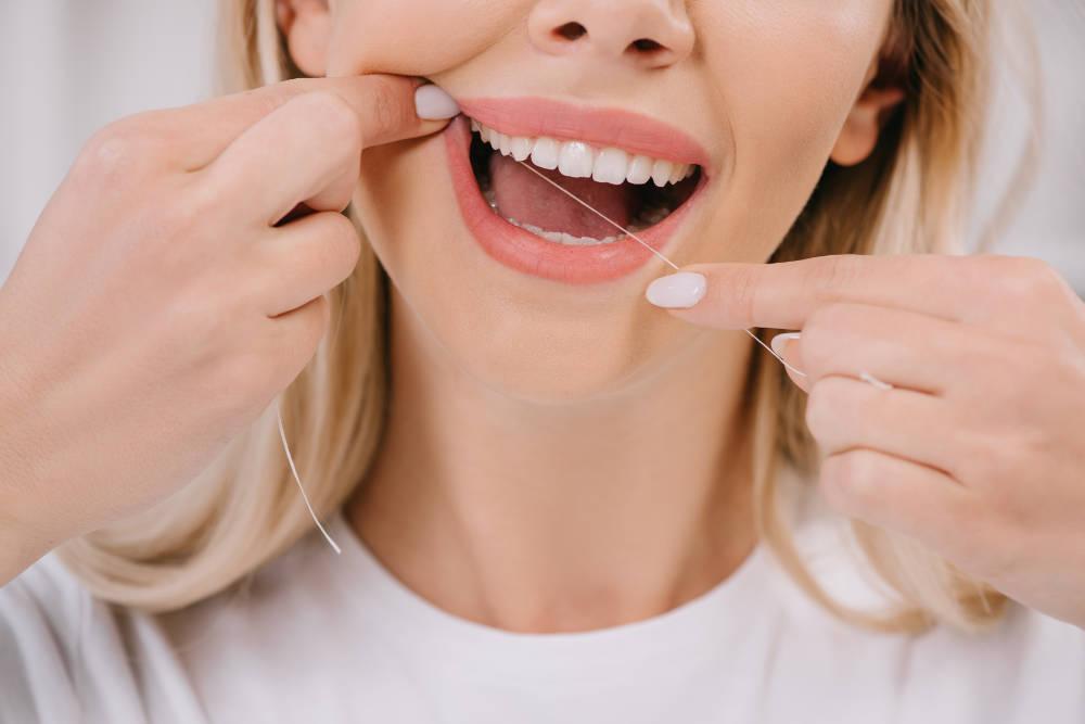 5 consejos para utilizar correctamente la seda dental
