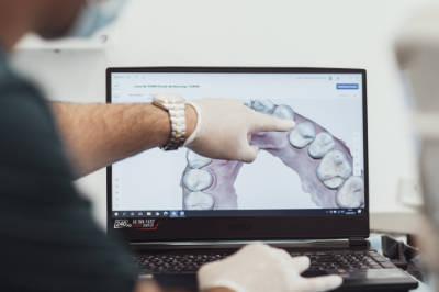 Protesis dentales en Pamplona - Clínica Bayona